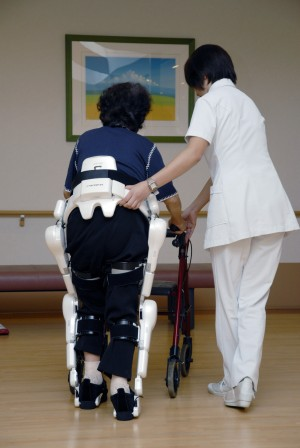 "<img src=""http://www.thenextrex.com/wp-content/uploads/2015/04/HAL-In-Hospital-e1429001243424.jpg"" alt=""An elderly person using HAL to assist in movement"">"